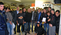 Aux côtés de l'équipe U17 et des dirigeants du club