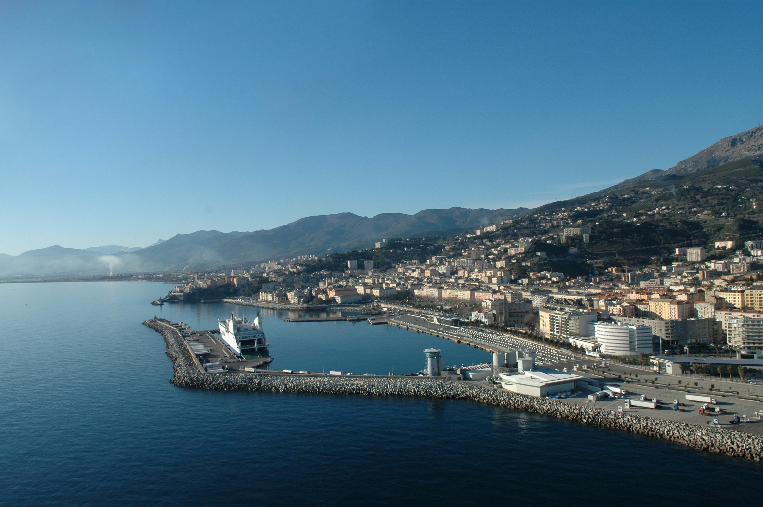 Grand port de la Carbonite : une absence de perspectives concrètes qui nous inquiète.